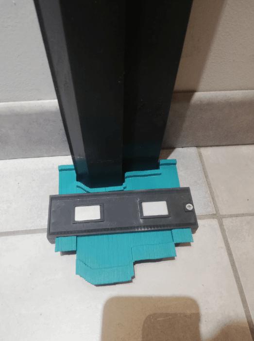 copieur d'angle pour coupe carrelage sur bâti de porte