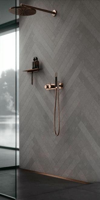 douche italienne avec pommeau et douchette aspect cuivre