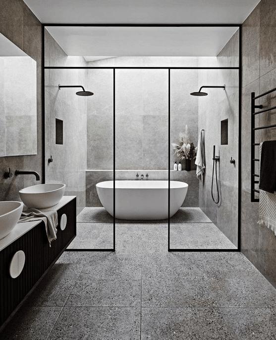baignoire îlot dans espace douches à l'italienne